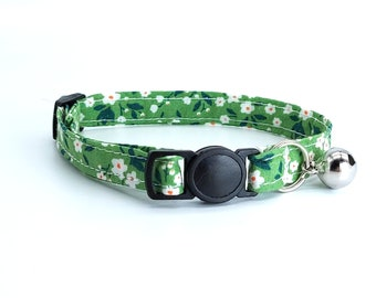 Green floral breakaway safety collar