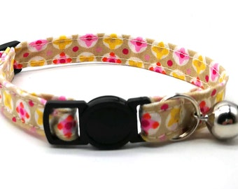 Cat Collar - Pink geometric daisy flower breakaway safety collar