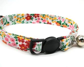 Pretty daisy fabric design with breakaway clasp