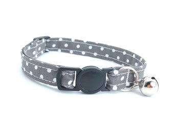 Grey spot collar with breakaway safety clasp