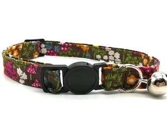 Forest flower with quick release safety clasp