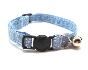 Powder blue daisy floral breakaway safety collar