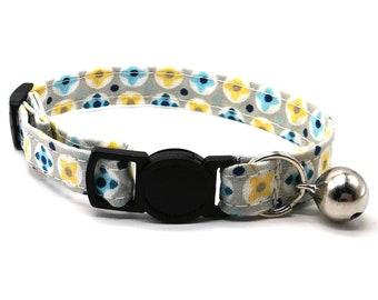 Cat Collar - Blue geometric daisy flower breakaway safety collar