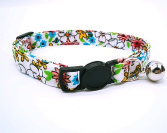 Hippy White Daisy with breakaway clasp