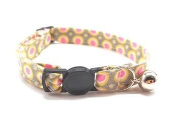 Cat Collar - Pink geometric spot flower breakaway safety collar