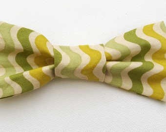 Cat Bow Tie - Slide on Cat or Small Dog Bow Tie - Green Squiggle