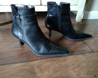 Vintage Antonio Melani spool heels black leather ankle boots Sz 6-1/2 to 7 (states 7-1/2).