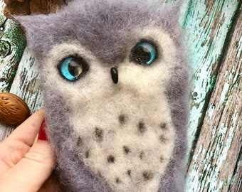 Mittens from goat's wool with a decor owl