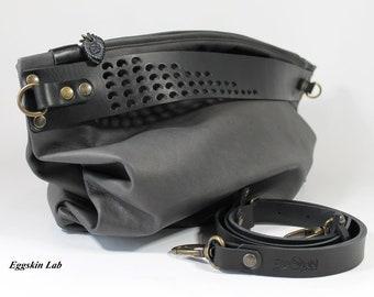 6b289e91a4 Aislin Grey è una borsa morbida e voluminosa, è una sacca in pelle e cuoio  di ottima qualità, manico traforato a mano, borsa a tracolla