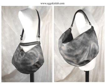 LIMITED EDITION. GrizasC shades of grey Leather bag. Shoulder bag with carved handle. Purse. Crossbody leather bag. Super soft leather purse