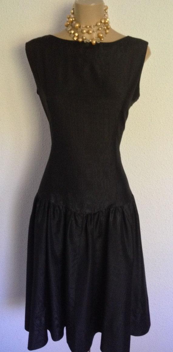 Elegante Y Clásico Vestido Negro De Cóctel Realizado En Moaré De Los Años 80