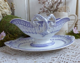 Antique french lavender transferware sauce boat. Purple transferware gravy boat. Jeanne d'Arc living. French nordic style.