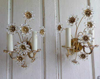 French vintage crystal flowers light sconces. Vintage brass and crystal light sconces. Cut glass flower wall lights. 1960s crystal sconces