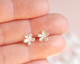 Flower Earrings ∙ 925 Sterling Silver Studs ∙ Birthday Gift for Grandma or Nanny ∙ Gift for Her ∙ Silver Earring ∙ Christmas Stocking Filler