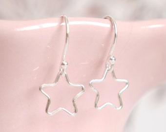 Sterling Silver Star Earrings ∙ Star Dangle Earring ∙ Birthday Gift Idea ∙ Friend Gift ∙ Birthday Gift for Nanny ∙ Christmas Stocking Filler