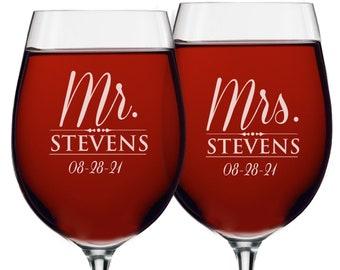 Mr and Mrs Wine Glasses, Mr Mrs Mason Jar Glasses, Mr and Mrs Gifts, Mr and Mrs Glasses, His Her Beer Glasses, Engraved Wine Glass, Set of 2