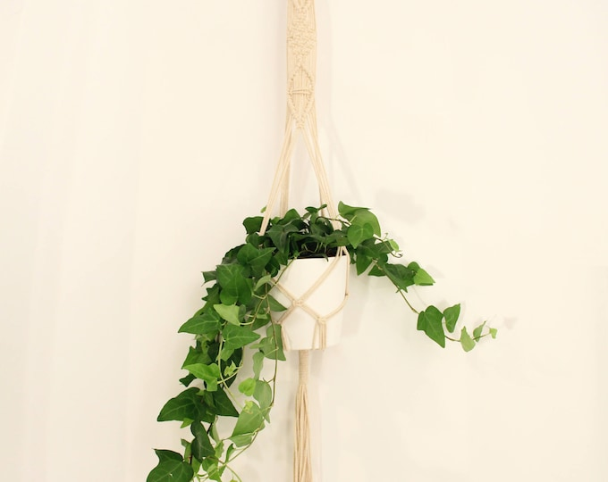 Macrame plant hanger, macrame pot holder, Mother's day gift, boho holder plants, boho pot hanger, pendant plant, indoor garden,