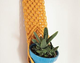 Hanging planter, Wall hanging, macrame plant hanger, macrame pot holder, boho holder plants, boho pot hanger, planthanger, indoor garden