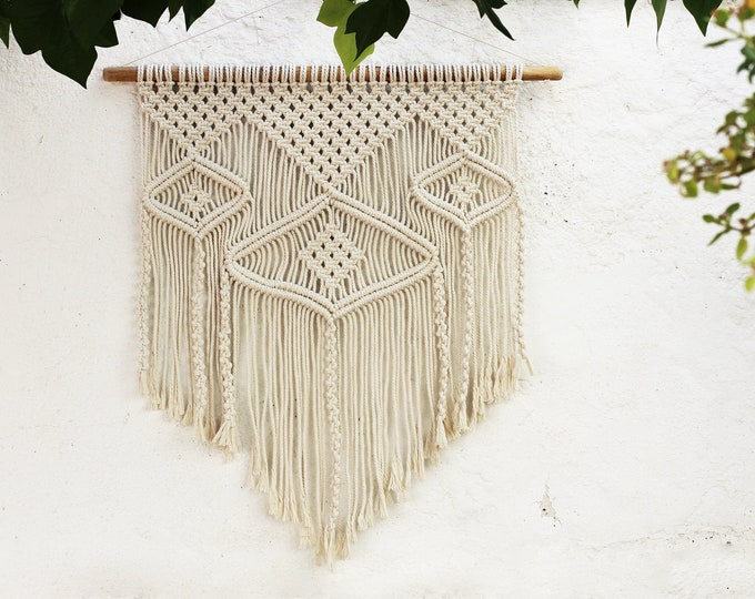 Boho macramé wall hanging, Macrame tapestry, Boho Wall Hanging, Bohemian Chic, Wall Decor, Wall Hippie Hanging, Modern macrame decor, Fiber