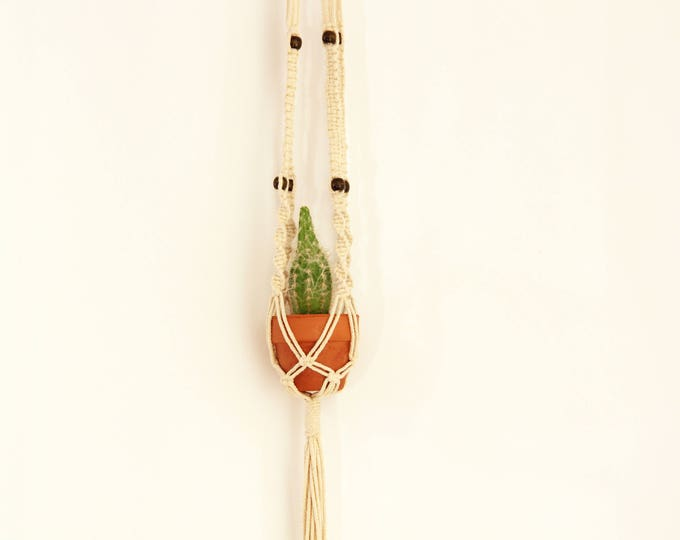 Macrame, macrame little plant hanger, macrame pot holder, boho holder plants, boho pot hanger, pendant plant, indoor & outdoor plant hanger
