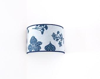 Aplique de pared Plantas Azul Índigo Katazome, Aplique de pared japonés, Aplique Oriental Azul, Lámpara de pared japonesa