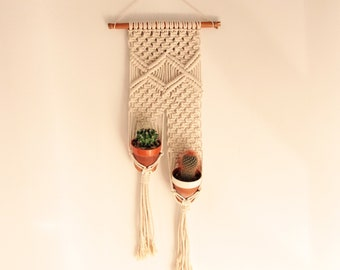 Macramé Wall hanging, Planthanger, Boho holder plant, Macrame wedding, Fiber plant hanger, Macrame two pot holder, Macramé two plants