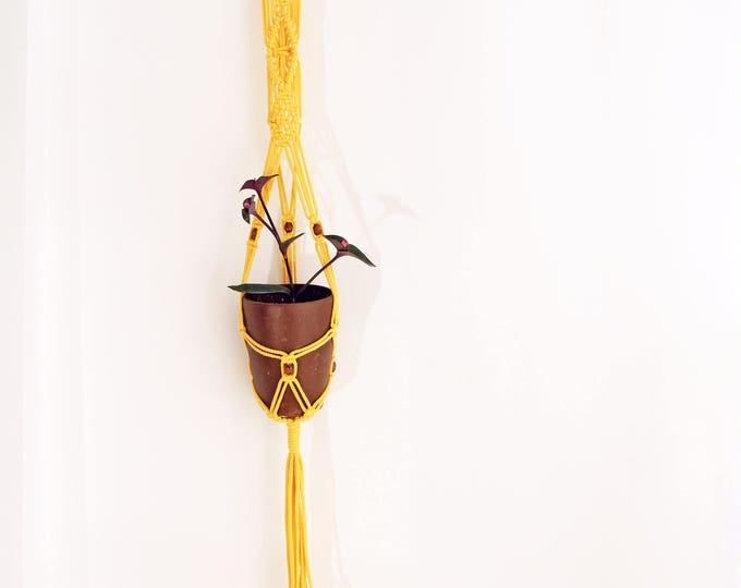 Macrame yellow, macrame plant hanger, yellow macrame pot holder, boho holder plants, boho pot hanger, indoor garden, outdoor plant hanger