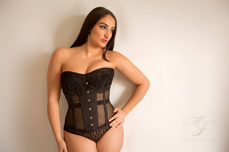 Mesh and lace corset image 0