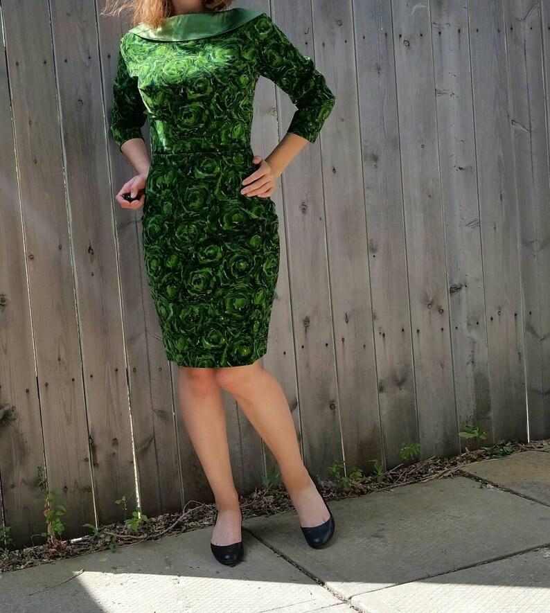 c2b45e37a59ab Vintage 1950s Emerald Green Velvet Satin Sash Collar Pencil | Etsy