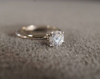 vintage sterling silver solitaire ring with large faceted white topaz stone with a delicate band size 5 12   M10