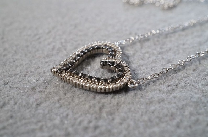 Vintage Sterling Silver 62 Round Combination Black White diamond Double Heart Pendant Charm Necklace Chain      **RL