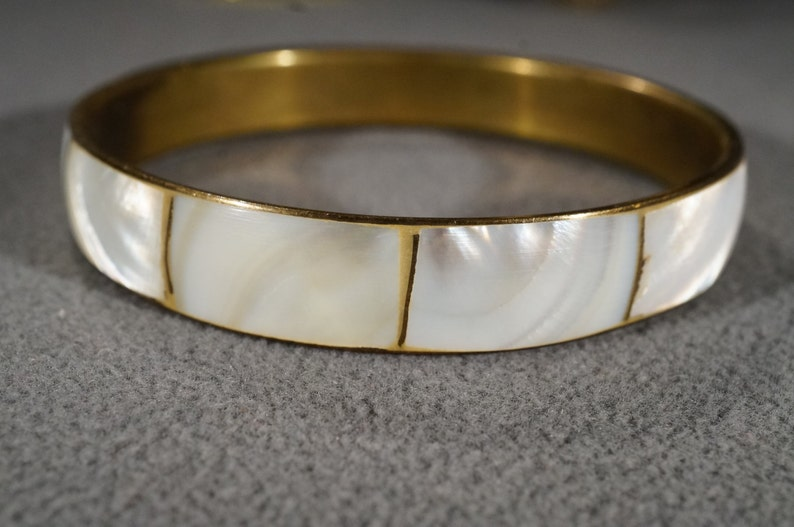 K#2 Vintage Art Deco Style Brass Round Mother of Pearl Bangle Etched Bracelet Jewelry