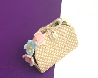 NEW LAVENDER STRAW LOOK  BARBIE DOLL BAG,REALLY OPENS