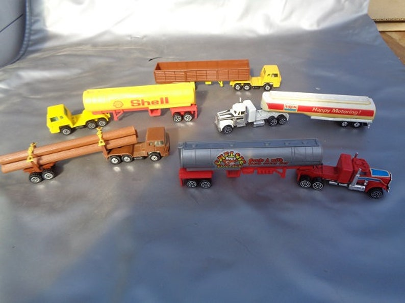 HO scale semi trucks,vehicles for model train sets for Tyco,Bachmann,etc
