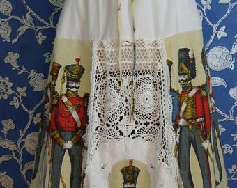 Really Pretty And Unusual Vintage Barkcloth Soldier Regimental Military Crochet White Elasticated Skirt
