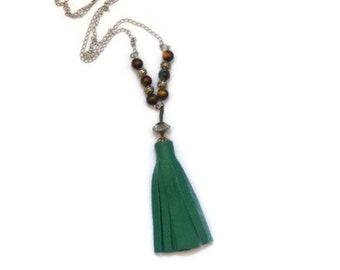cded238fa1a Collier long pompon frange cuir et perles
