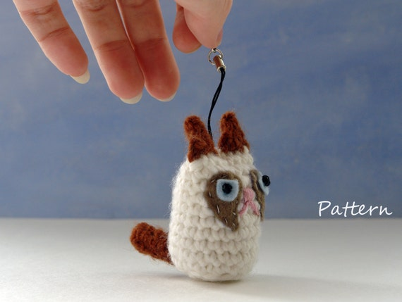 Keychain kitty Amigurumi | World Of Amigurumi - YouTube | 429x570