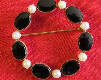 1950's  H. G. Black & White Wreath Brooch Pin Gold Tone With Black Stones and Faux Pearls - Free Shipping