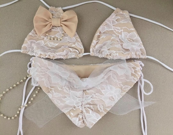 The Cutest White Bikinis for Your Bachelorette + Honeymoon