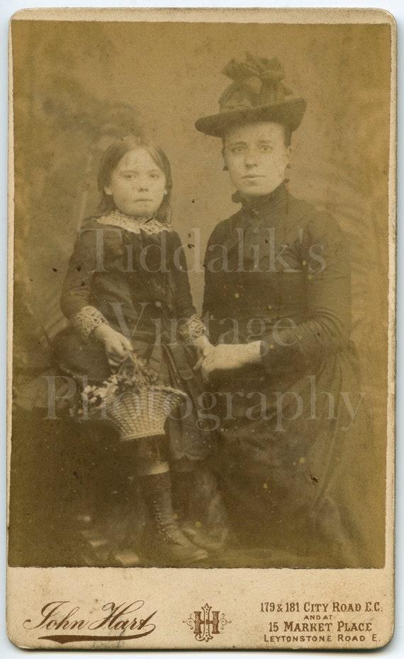 CDV Photo Carte De Visite Victorian Pretty Mother Daughter