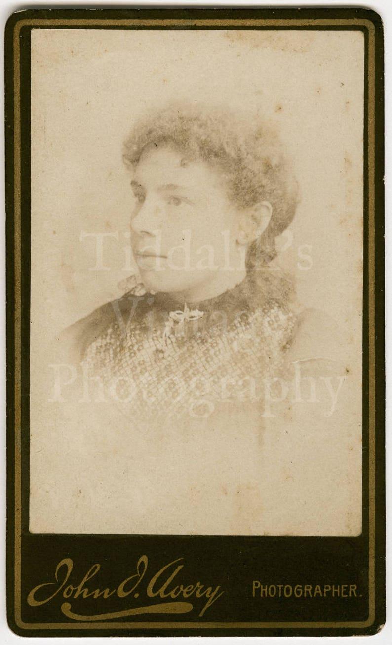 CDV Carte De Visite Photo Pretty Young Victorian Woman Curly