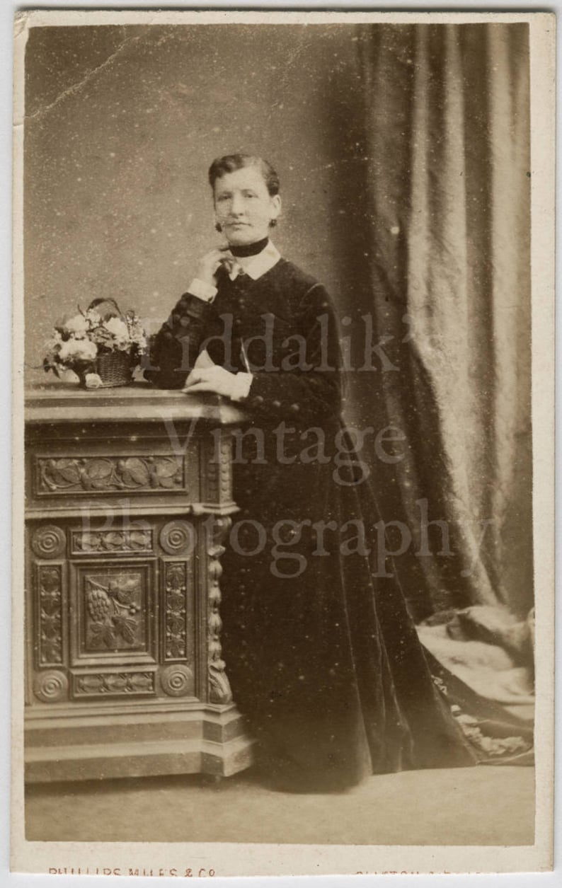 CDV Carte De Visite Photo Victorian Standing Woman Portrait Pillar Prop