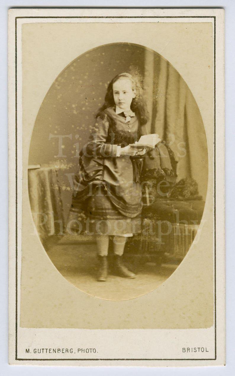Carte Reading Angleterre.Cdv Carte De Visite Photo Victorian Young Pretty Standing Girl Long Hair Reading Book Portrait M Guttenberg Of Clifton Bristol England