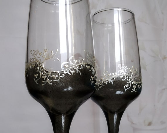 Set of 2 hand painted wedding champagne flutes Classic Black and white cake serving set