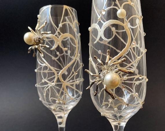 Spider heart wedding champagne flutes, Halloween wedding theme