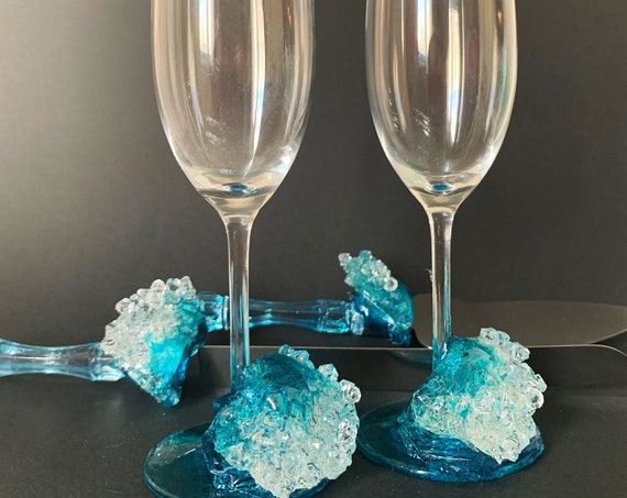 Ocean waves wedding champagne glasses