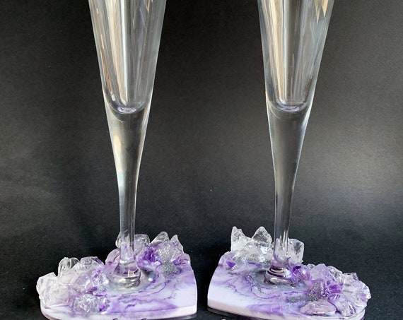 Geode heart anniversary wedding flutes in purple and silver color