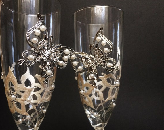 Butterfly wedding champagne flutes