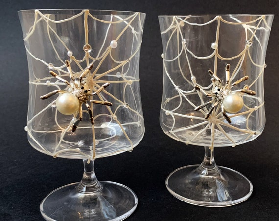 Spider net wine glasses, Halloween wedding theme