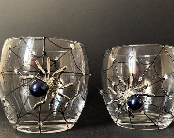 Black Spider whiskey glasses, Halloween wedding theme